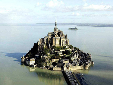 Why not Visit Mont Saint Michel during your Golfing holidays in Lower Normandy?